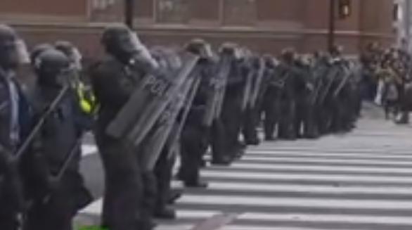 Марш протеста прошел вВашингтоне через сутки после инаугурации Трампа
