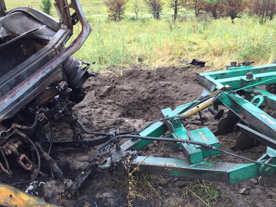 Под Мариуполем вполе навзрывном устройстве подорвался трактор