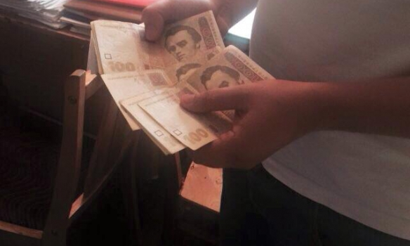 ВКиеве при получении взятки задержали следователя милиции