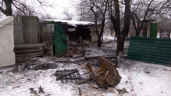 ВАвдеевке итоге обстрела разрушен дом