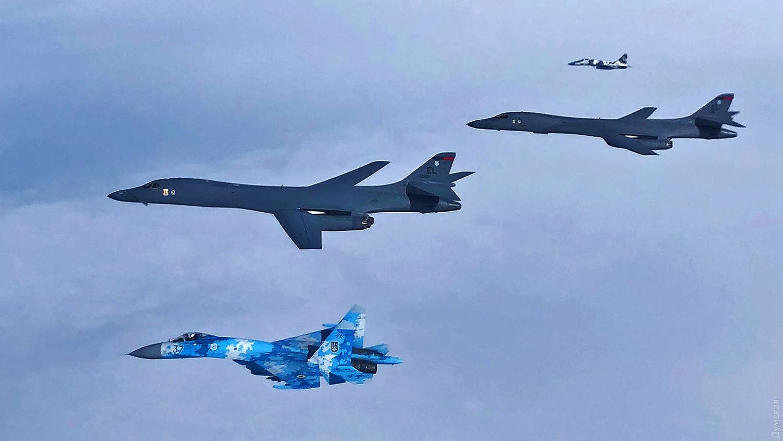 Американцы попытались отрепетировать «ракетный ливень» над Крымом, но при появлении российских истребителей улетели обратно