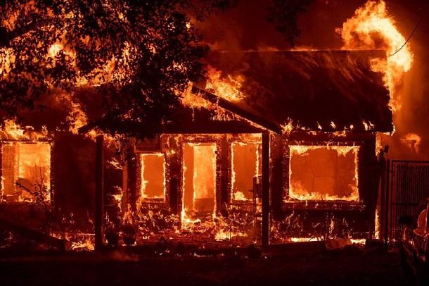 Лесной пожар вКалифорнии уничтожил город Парадайс
