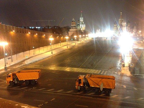 Ночью вМоскве перекрывали Красную площадь— вКремль приезжал реанемобиль