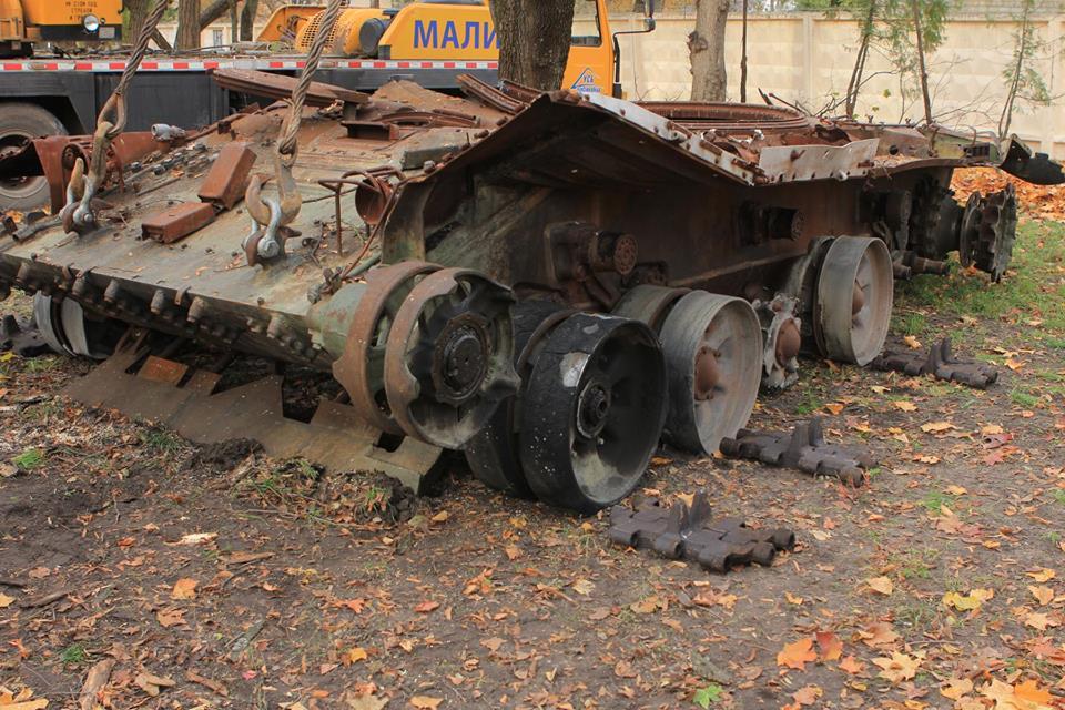 ВЧернигове вмузее выставили трофейный русский танк иззоны АТО