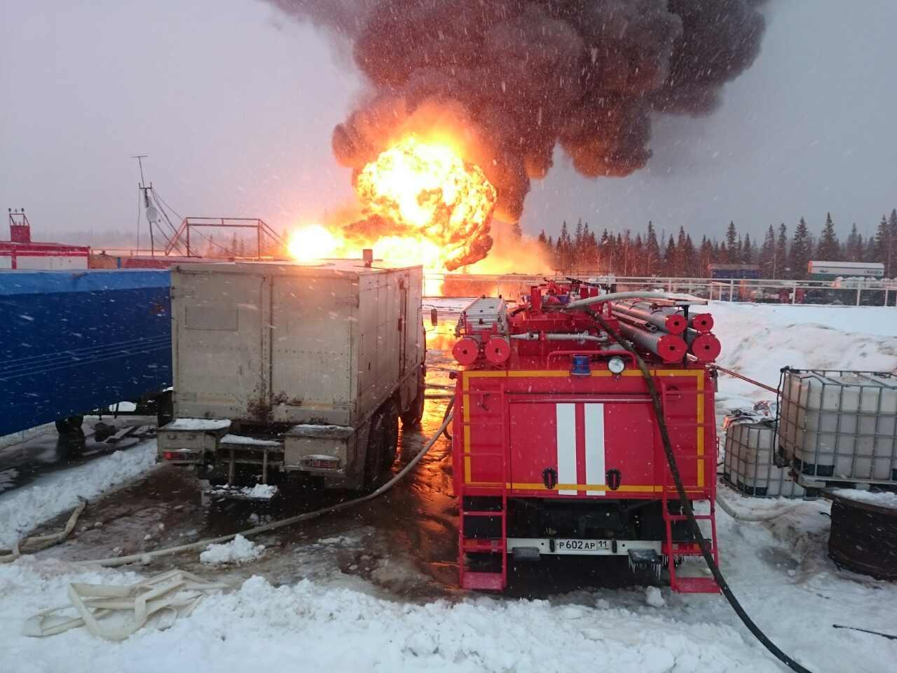 ВКоми загорелась нефтяная скважина