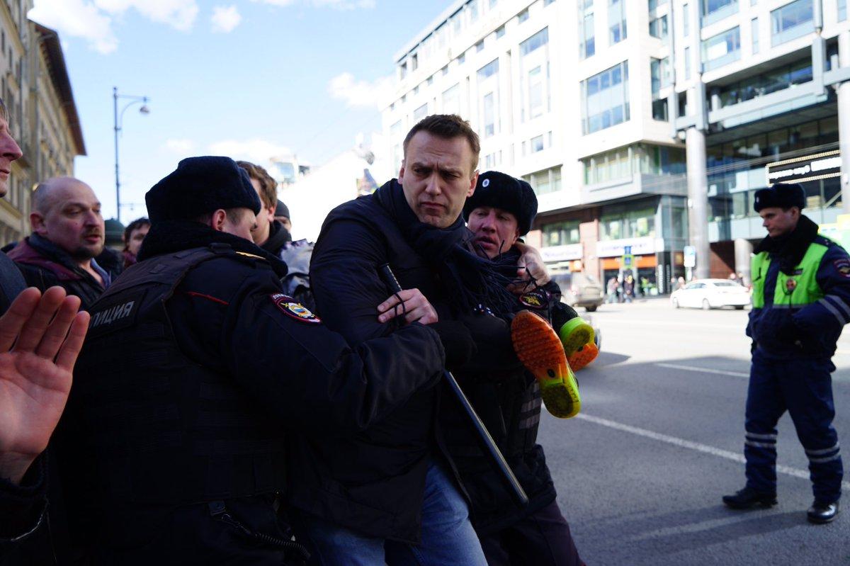 Оппозиционер Навальный схвачен нанесанкционированной акции в российской столице