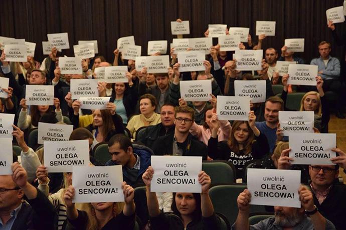 ВВаршаве нафестивале украинского кино провели акцию вподдержку Сенцова