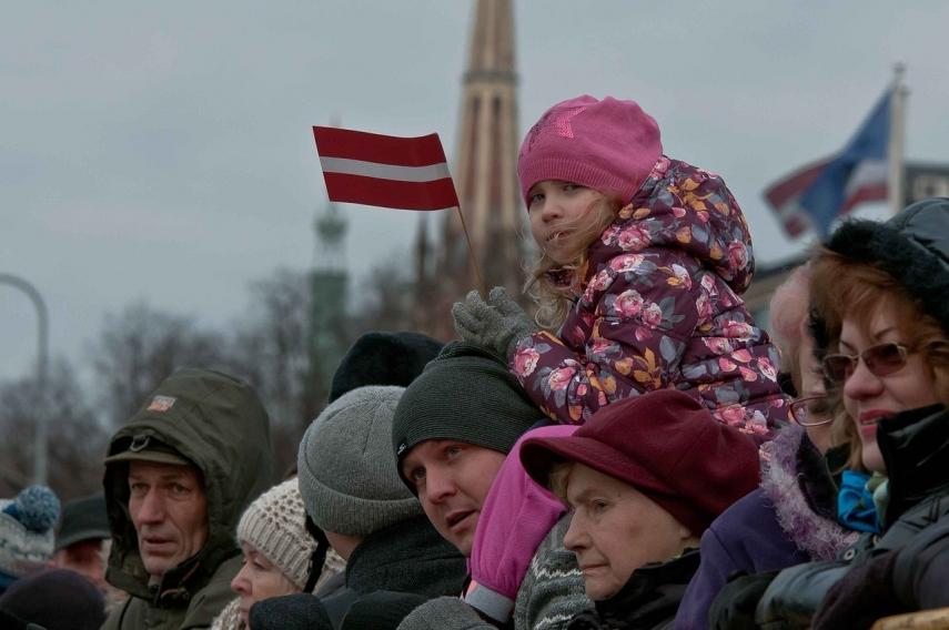 Факельное шествие: как вРиге отметили День независимости Латвии