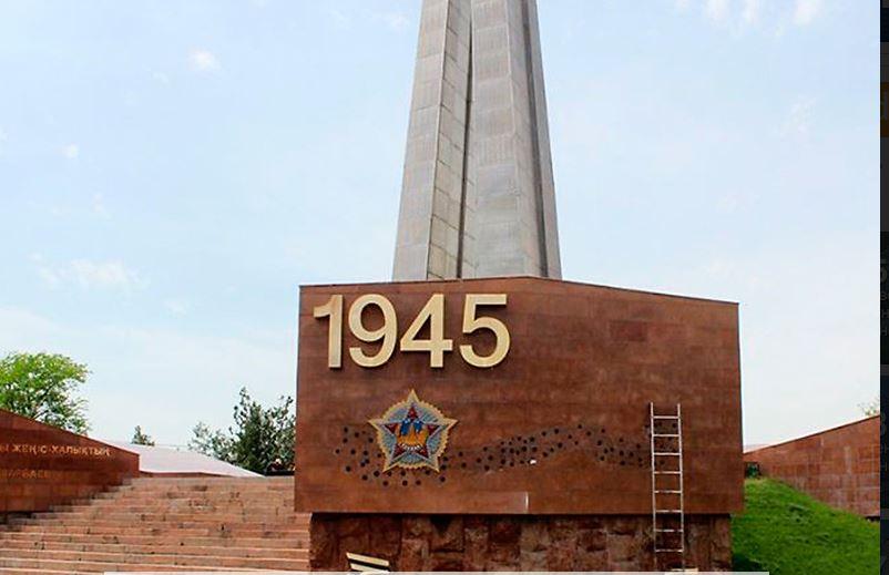 ВКазахстане сОбелиска Славы снимают георгиевские ленты