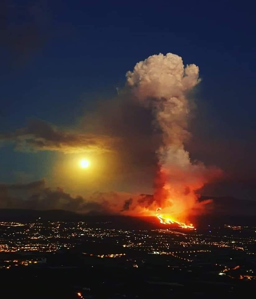 """В ожидании """"мегацунами"""": в США напуганы из-за извержения вулкана на Канарах. ВИДЕО 1"""