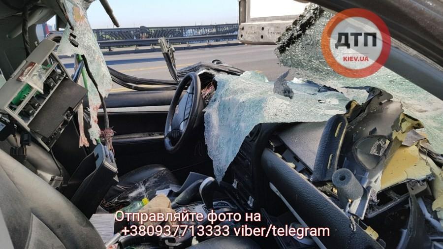 Мост Патона вКиеве остановился из-за смертельного ДТП сPorsche Cayenne