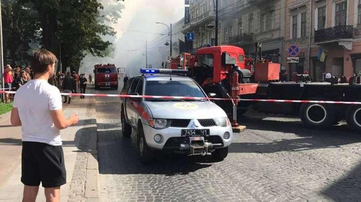 ВоЛьвове горит жилой дом: дым окутал центр города
