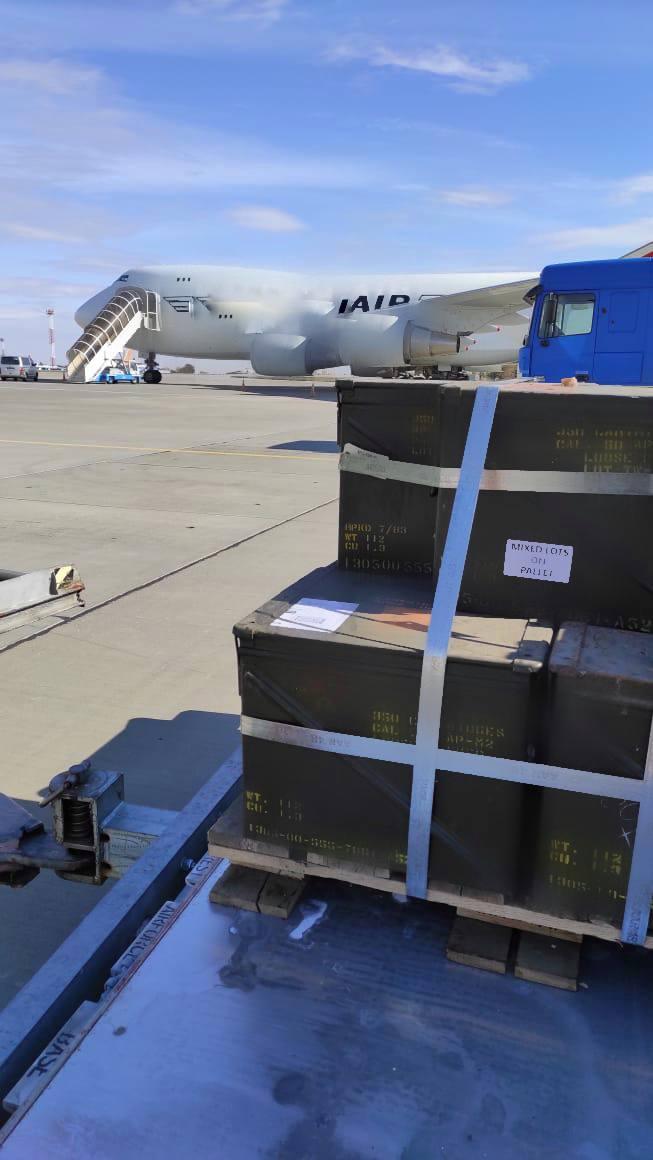 Байден выполнил свое обещание. Военные самолеты США приземлились в Украине - видео 2