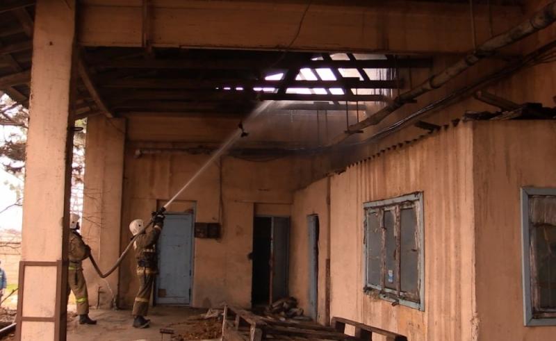 ВЕвпатории при тушении пожара сотрудника МЧС задавило плитой