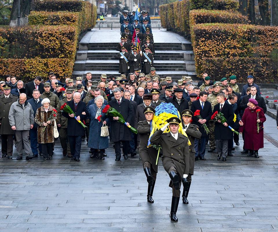 Украинцы гордятся значимым вкладом впобеду над нацизмом— Порошенко