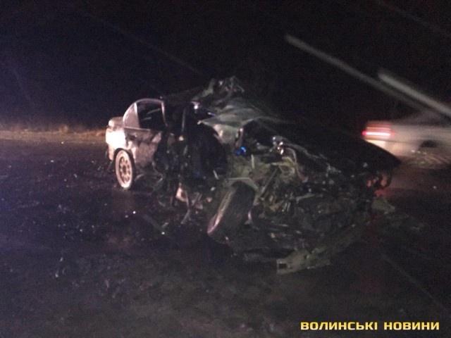НаВолыни столкнулись автобус илегковушка: погибли двое молодых мужчин