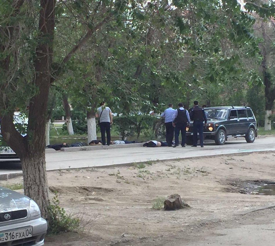 В Казахстане режим контртеррористической операции. Есть жертвы.