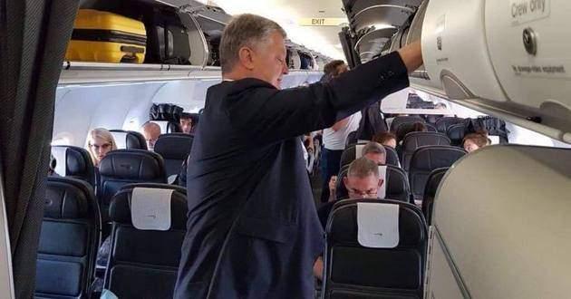 «Дешевый пиар»: Порошенко высмеяли зафото врейсовом самолете