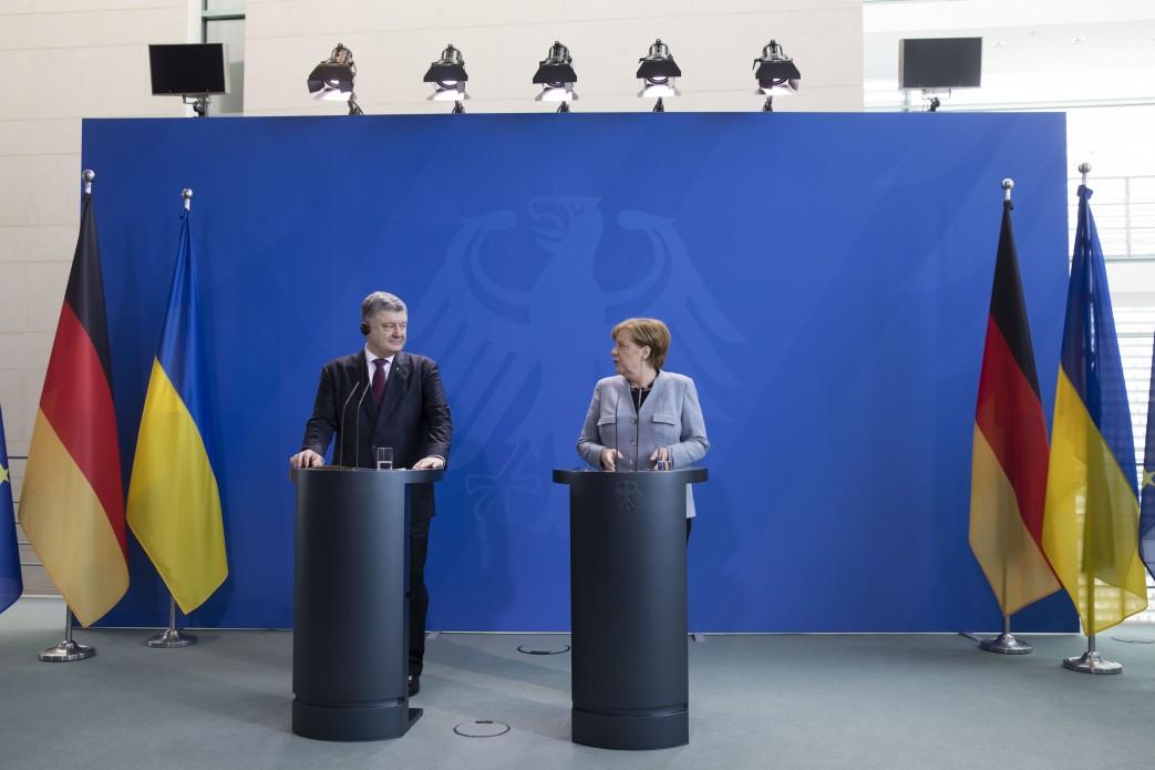 Порошенко: Украина тоже введет санкции против Дерипаски и остальных олигархов В. Путина
