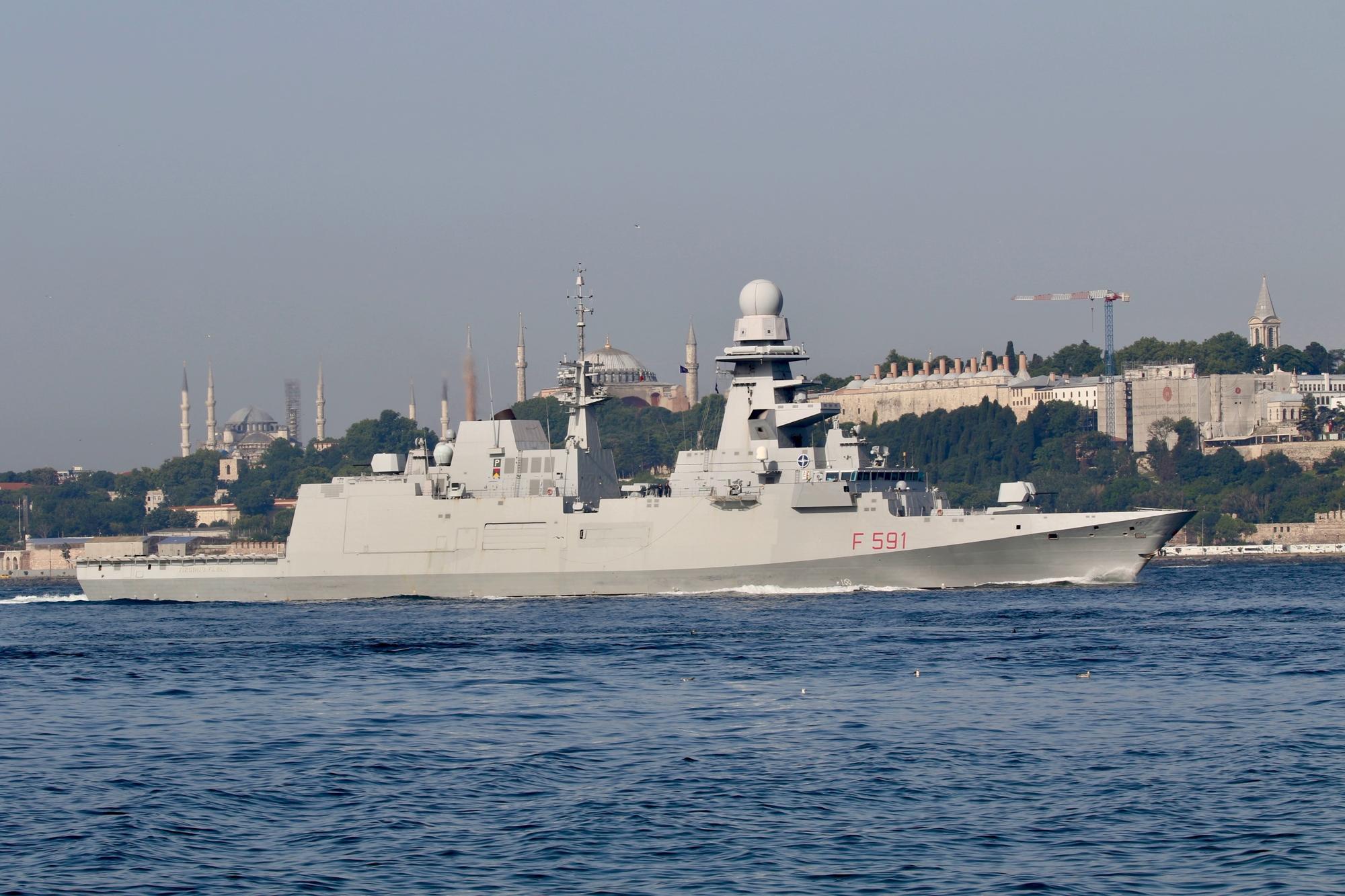 Группа быстрого реагирования НАТО идет в Черное море: два фрегата пересекли Босфор 1