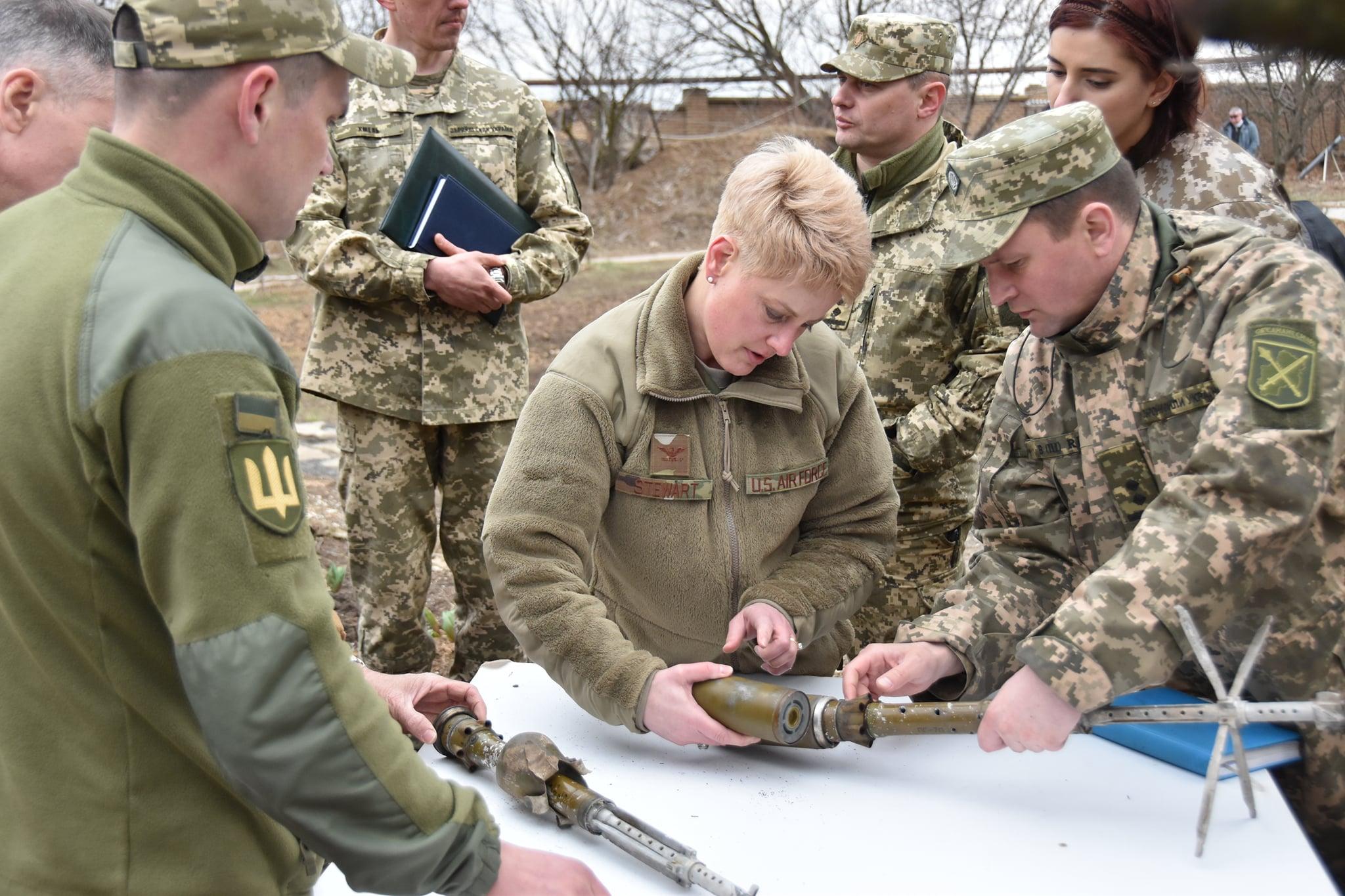 """""""Украину не сдадим"""": военные США прибыли на Донбасс, ситуация сильно накалена 1"""