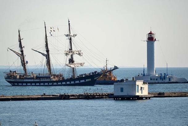 Впорту Одессы пришвартовался корабль военно-морских сил Италии