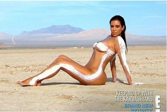 Раздетая Ким Кардашьян снялась обнаженной в новой фотосессии в пустыне