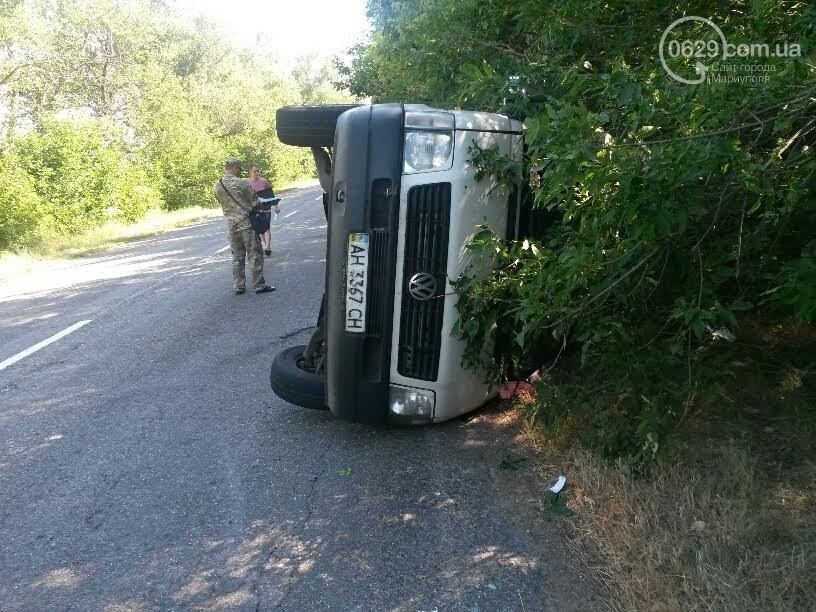 Семь человек пострадали вДТП смикроавтобусом под Мариуполем