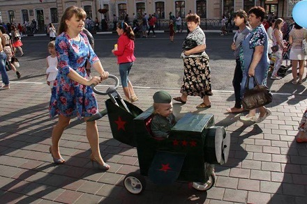 Женщина возила гранату и пистолет в коляске с ребенком на Житомирщине - Цензор.НЕТ 2452