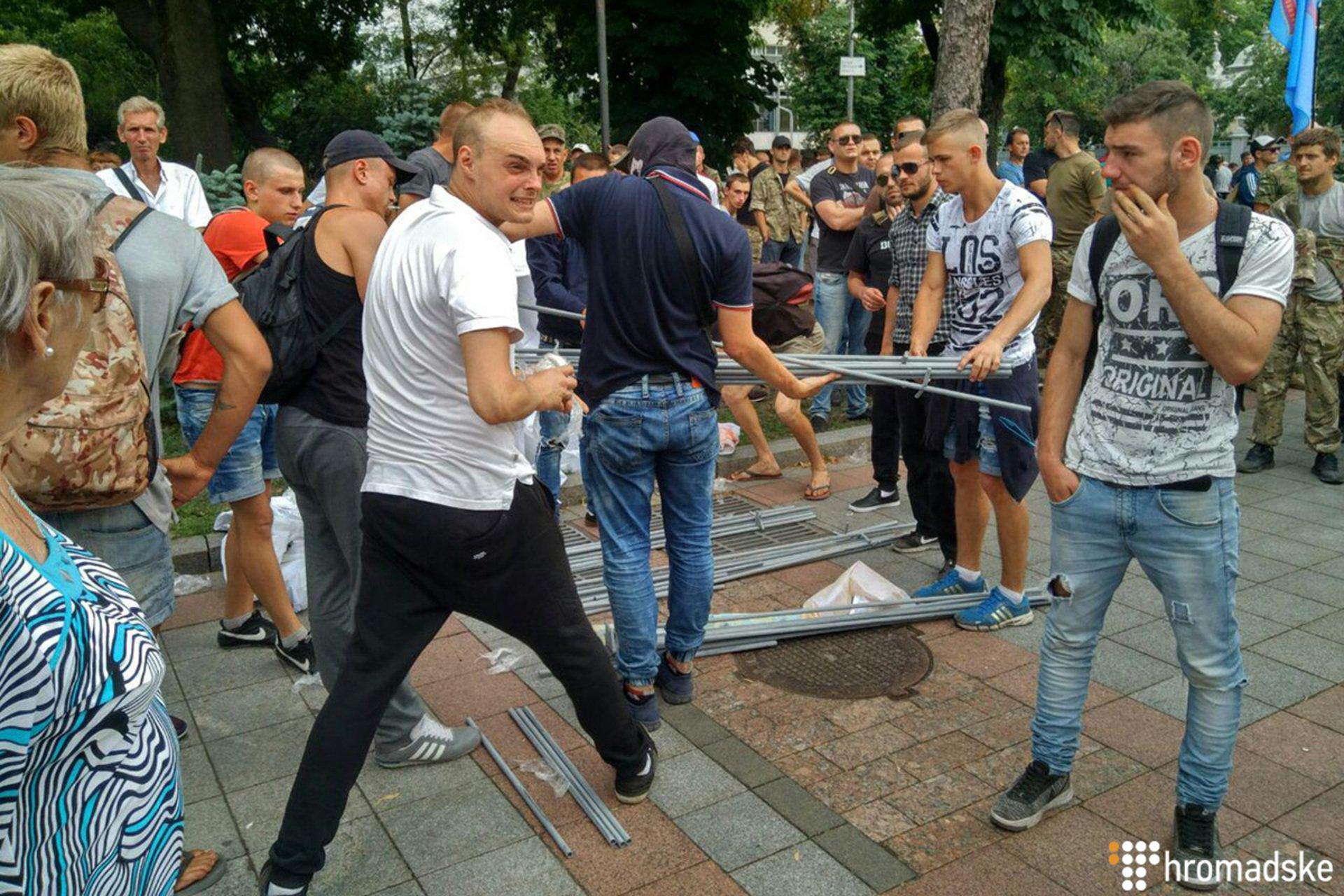 Столкновения активистов сполицией: что вданный момент  происходит устен Рады