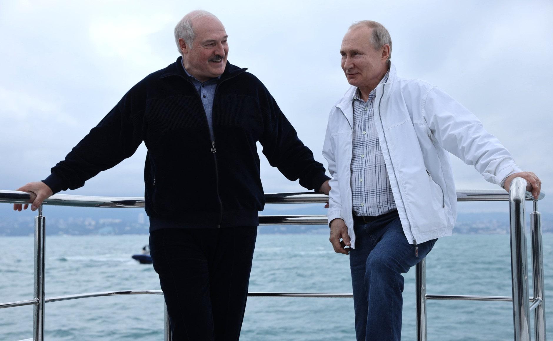СМИ: Путин покатал Лукашенко и его сына Колю в Сочи на 54-метровой яхте за €30 млн. ВИДЕО 1