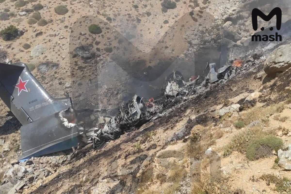 """Столкновение """"Бе-200"""" со скалой в Турции: в Сеть попали кадры горящего после падения самолета ВС РФ, никто не выжил 2"""