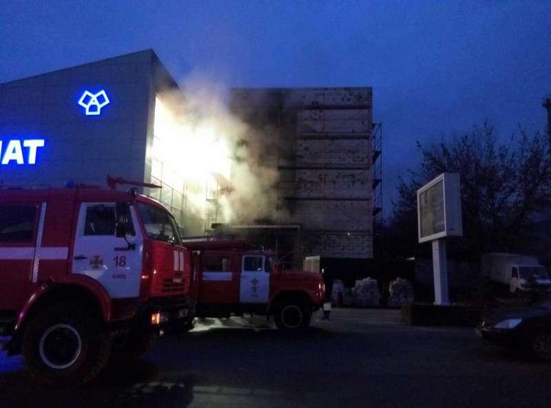 ВКиеве произошел пожар натерриторииТЦ «Агромат»