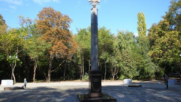 1-ый в РФ монумент героям Донбасса открыли вРостове-на-Дону