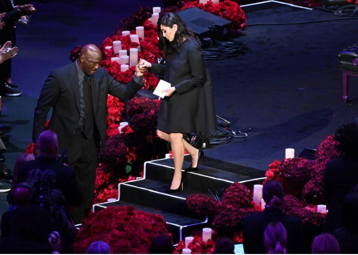 Майкл Джордан расплакался нацеремонии прощания сБрайантом