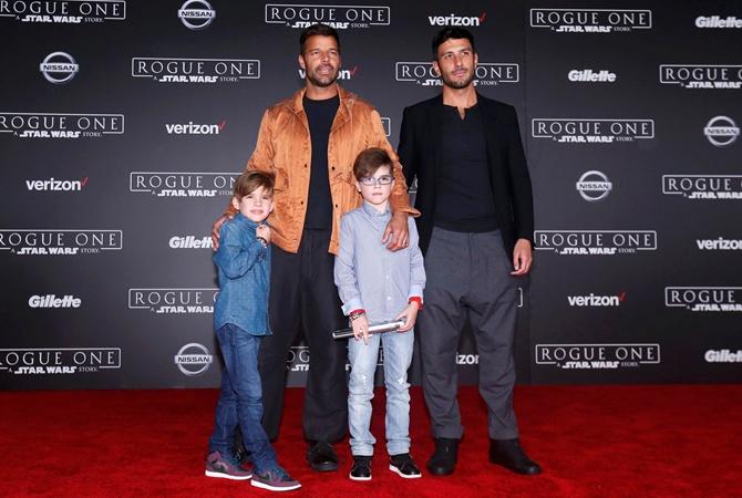 Семейный выход: Рики Мартин впервые показался на публике с женихом и детьми