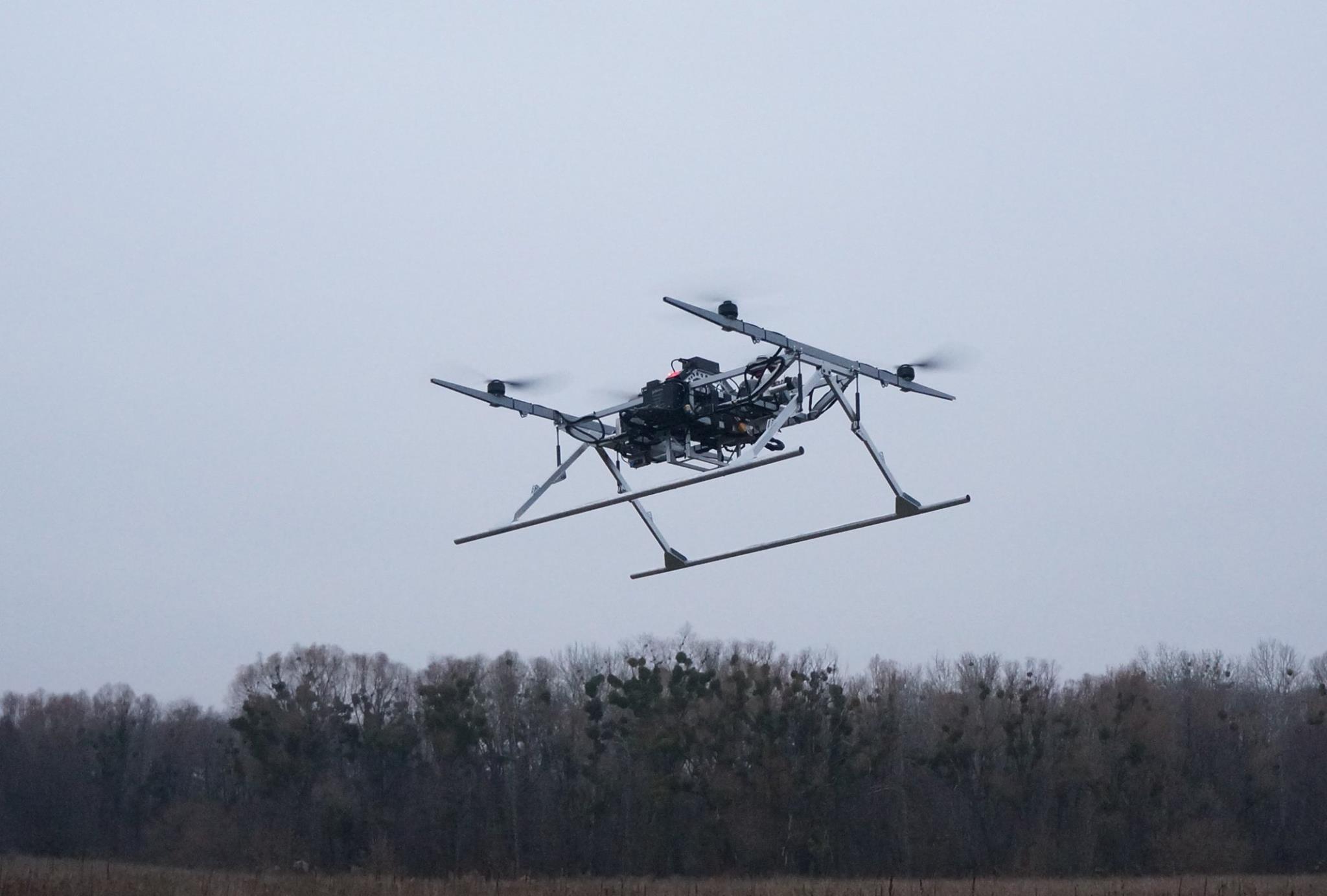 Волонтёры показали необычайный дрон собственного производства