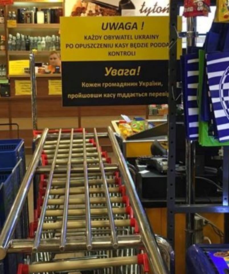 ВПольше всупермаркете повесили объявление опроверке украинцев накассе