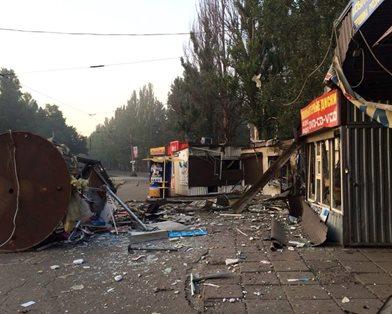 Обстановка в Донецке на 17:00: разрушенные дома, заваленные жители и пожары