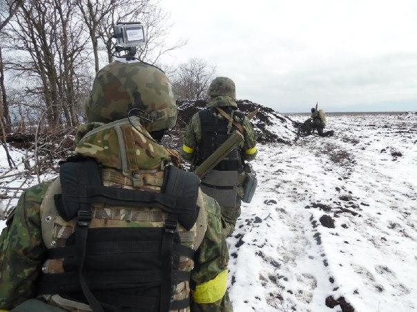 """Батальон """"Азов"""": Идут тяжелые бои в Широкино-Саханка, до Мариуполя вражеские снаряды не долетели"""