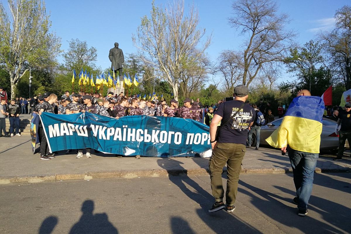 """Нацдружины Одессы разогнали сепаратистов, при виде """"Марша Украинского порядка"""" у коллаборантов начинает дрожать голос - кадры"""