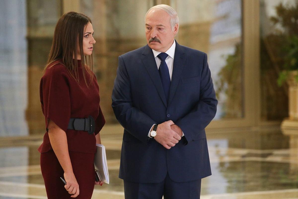 """СМИ: окружение Лукашенко массово болеет COVID-19, Эйсмонт """"слегла"""", несмотря на """"Спутник V"""""""