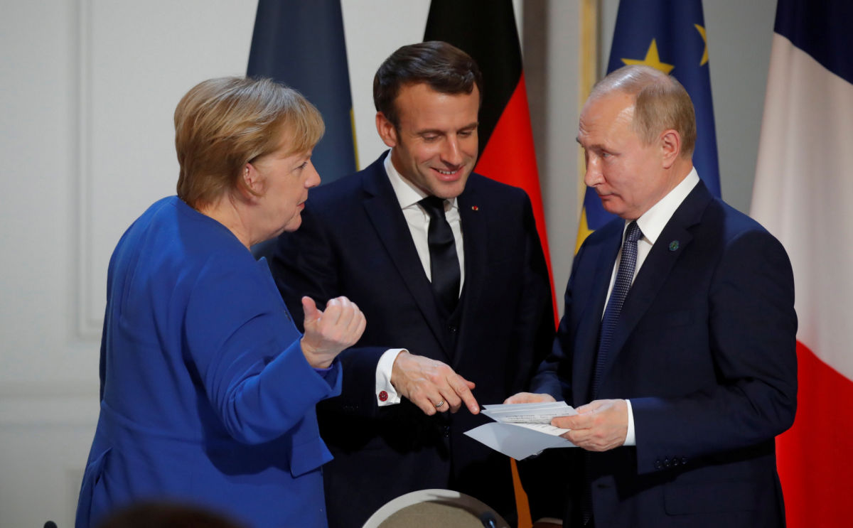 """""""Проявление слабости"""", - у Зеленского оценили идею Меркель и Макрона пригласить Путина на самит ЕС"""