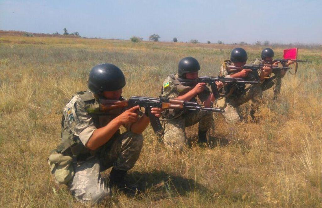 Нервы оккупантов на пределе: Украина проводит военные учения на границе с Крымом - опубликованы кадры