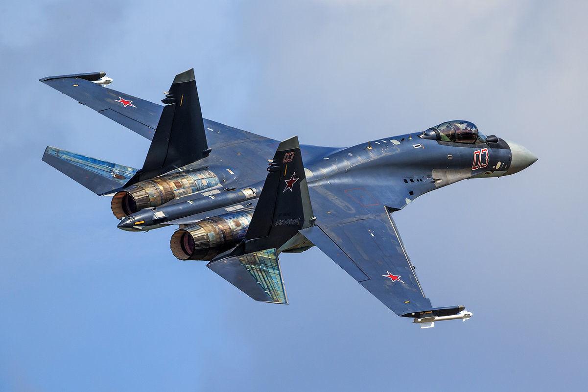 Час летал без пилота, паля снарядами: СМИ узнали новые подробности крушения Су-35 ВКС России