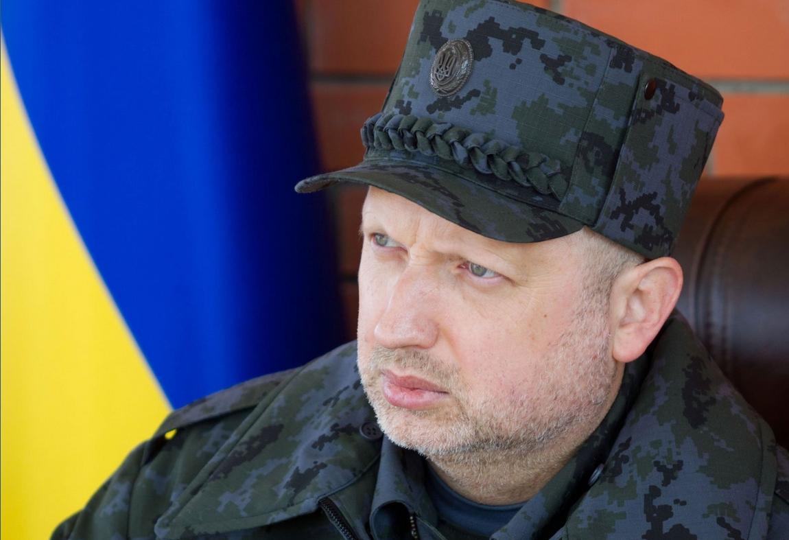 Скоро мы одержим настоящую победу на Донбассе! Вышвырнем российскую армию, разоружим террористов и заберем свою территорию! – Турчинов