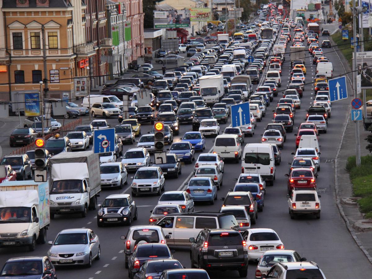 Кличко предупредил киевлян о возможном запрете передвижения по городу на автомобиле