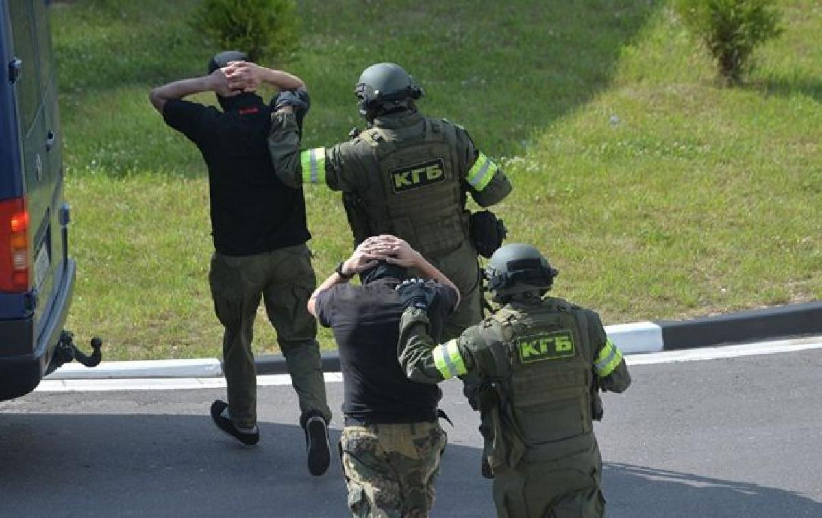 """Задержание ЧВК """"Вагнера"""" в Минске: изъятая при обыске деталь указала, куда они направлялись"""