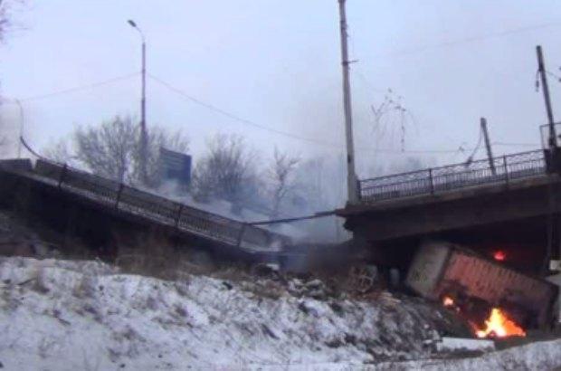 пострадал, мост, жители, соцсети, 2018, повреждения, проезд, побоище, жители, соцсети, Донбассе