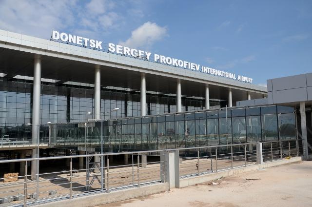 Бои за Донецкий аэропорт продолжаются, погиб мирный житель